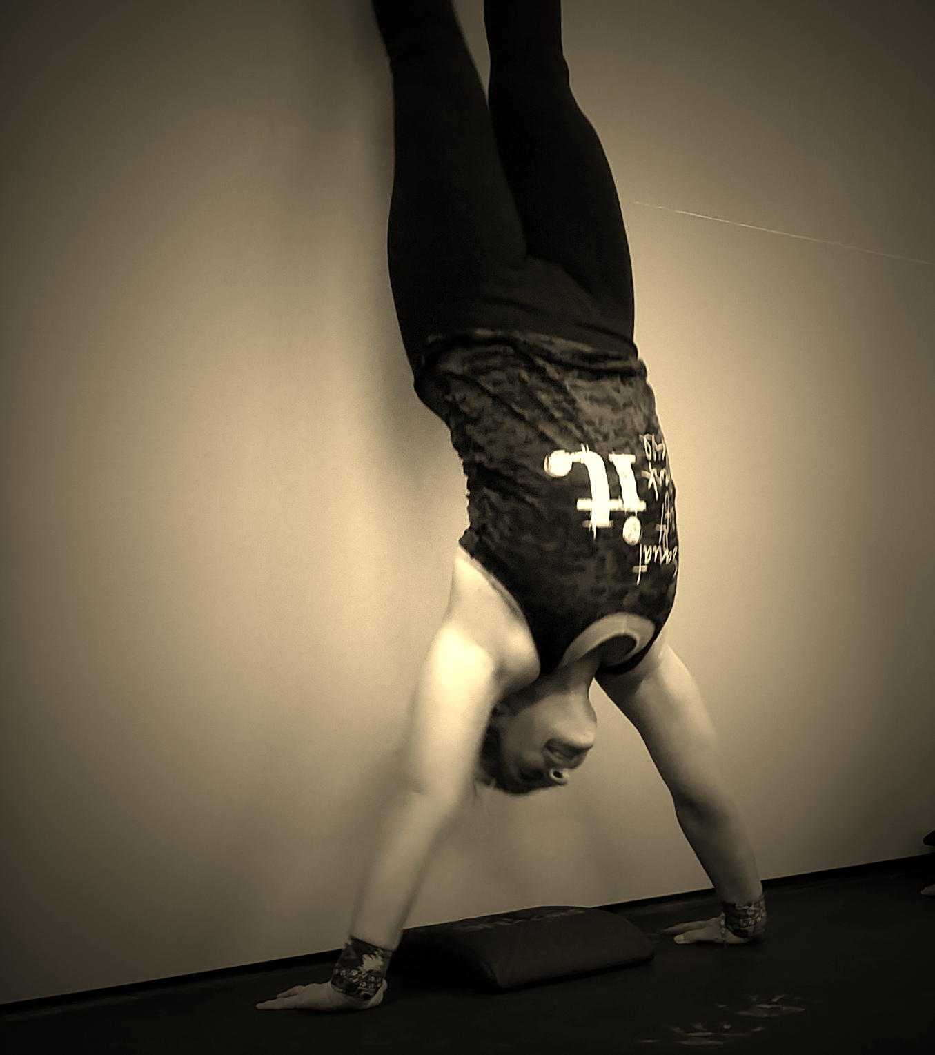 Crossfit hand stand push-ups