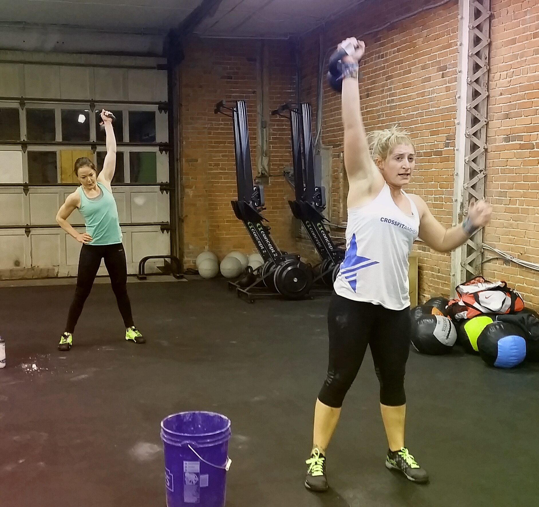 Crossfit kettlebell snatches